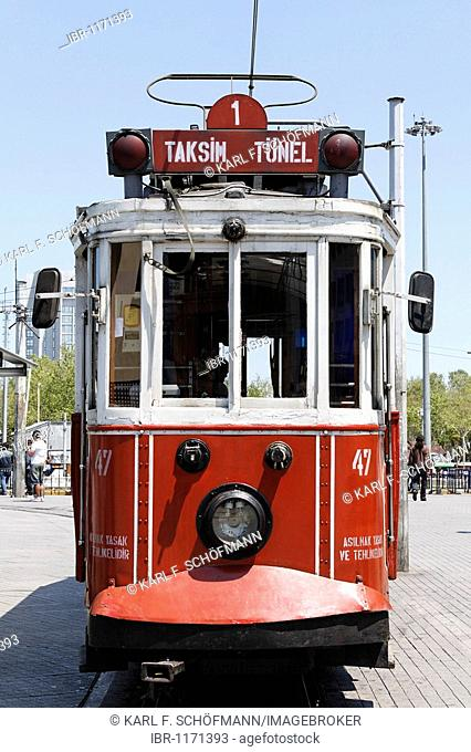 Historic tram Tuenel Taksim, Istiklal Caddesi, Beyoglu Independence Street, Istanbul, Turkey
