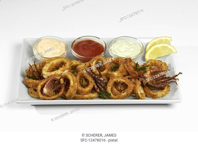 Breaded squid rings with different dips