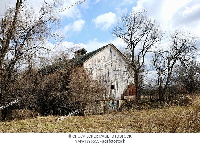 Decaying and neglected barn in Northern Illinois, USA