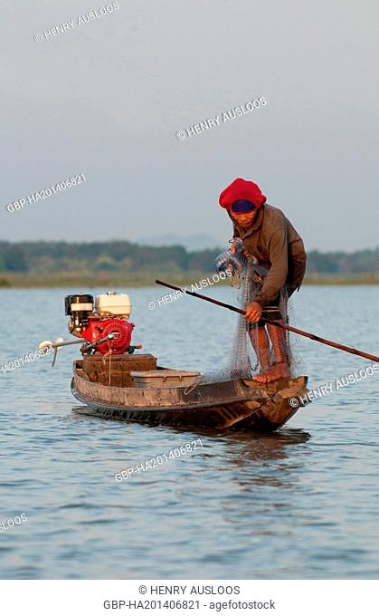 Fisherman with cast net - early morning - Long-tail boat - Tale Noi - Patthalung - Thailand, Asia - March 2014