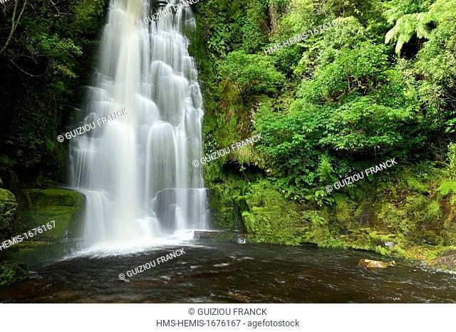New Zealand, South island, the Catlins off the beaten trails along the south coast, the 22m McLean Falls on the Tautuku River