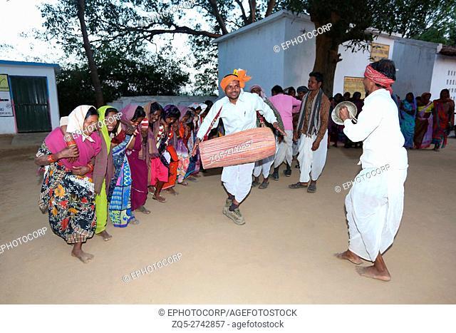 Tribal people performing Karma Dance, NAGESIA TRIBE, Dadgaon Village, Tahasil Lundra, District Sarguja, Chattisgarh, India
