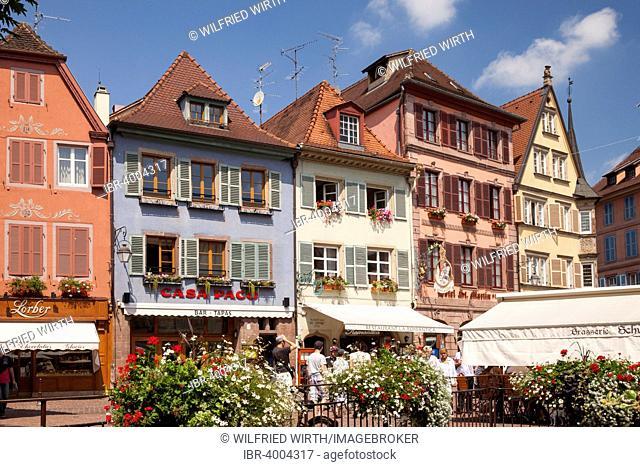 Place de l'Ancienne Douane, Koifhüsplàtz square, historic centre, Colmar, Alsace, France