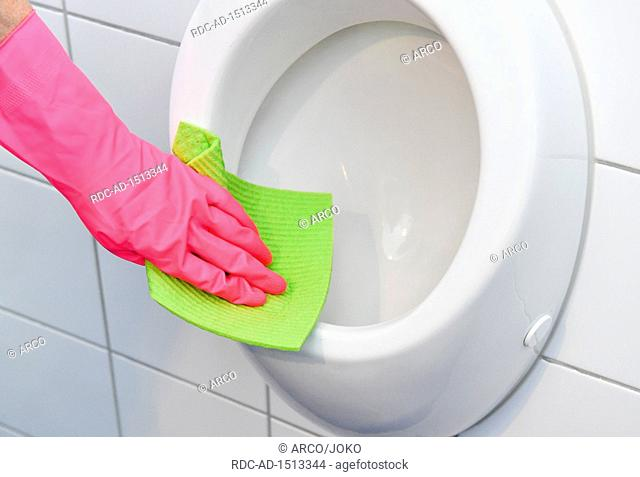 cleaning urinal