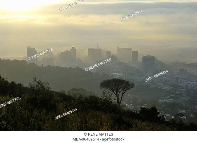 South Africa, Western Cape, fog over Cape Town, view from Signal Hill road