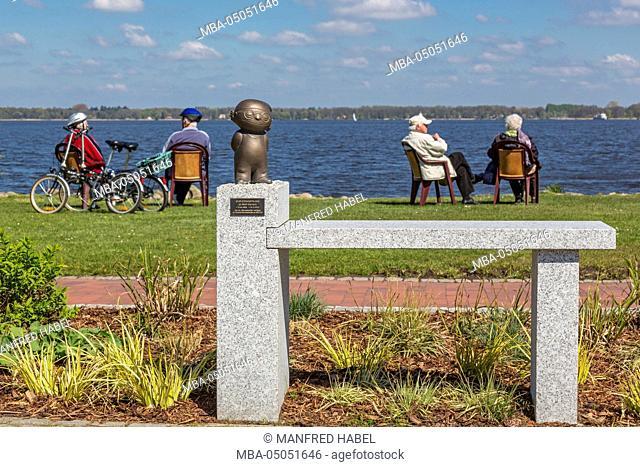 Bronze sculpture 'Mainzelmännchen' in memory of Wolf Gerlach in the health resort park of Bad Zwischenahn, Ammerland, Lower Saxony, Germany