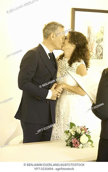 Couple getting married in register office, Pöcking, Starnberg, Bavaria, Germany