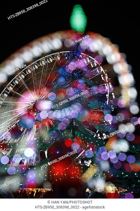 (171203) -- LONDON, Dec. 3, 2017 () -- A Christmas tree and a giant wheel are seen at Hyde Park Winter Wonderland in London, Britian, on Dec. 2, 2017