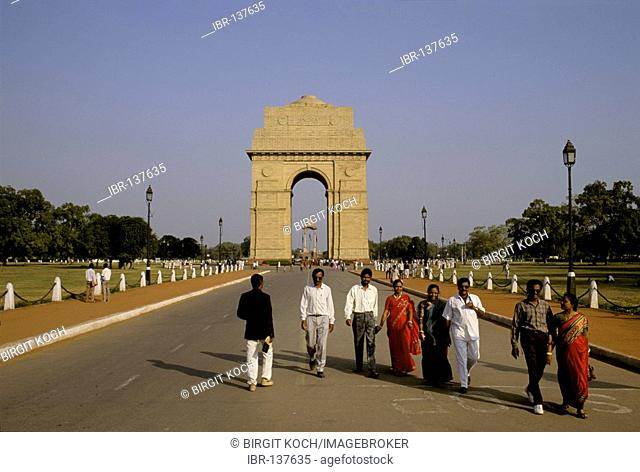 Indians in front of India Gate, New Delhi, India, Asia