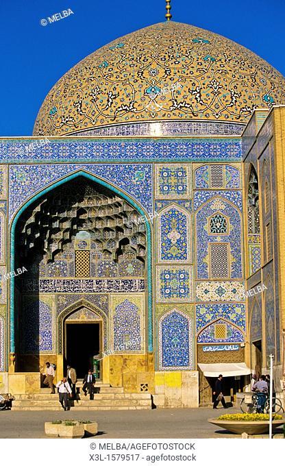 Dome of sheikh Lotfollah-Mosque at Meidan-e Imam Imam square  Isfahan  Iran
