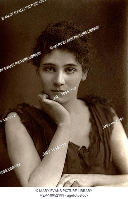 Elizabeth Robins (1862-1952), American actress, playwright, novelist and suffragette, she played the title role in Ibsen's 'Hedda Gabler' and Hilda Wangel in...