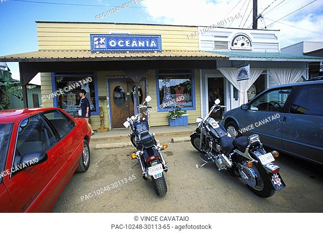 Hawaii, Oahu, Haleiwa, Local rustic storefront and parking lot