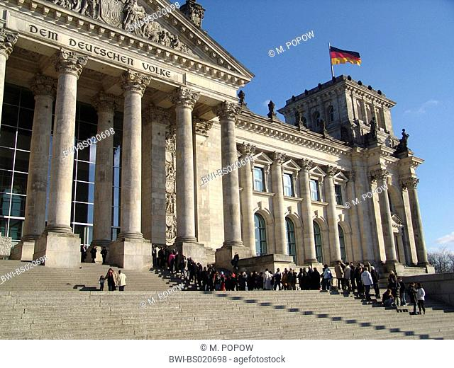Reichstag building with waiting queue of visitors, Germany, Berlin