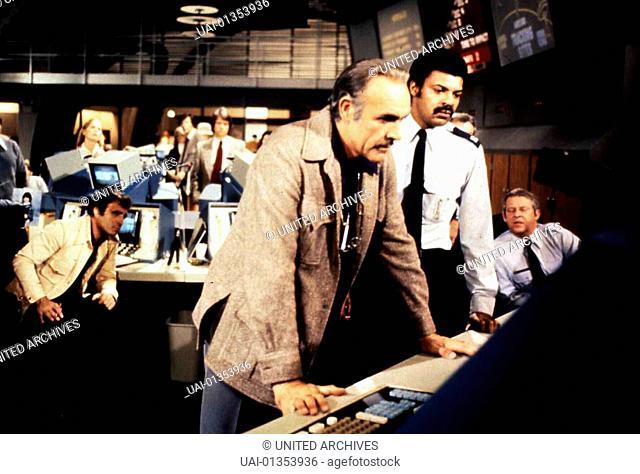 Meteor, Meteor, Meteor, Meteor, Sean Connery, vorne Als ein gewaltiger Meteorit mit der Erde zu kollisieren droht, tun sich USA und UDSSR zusammen