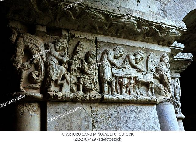 Romanesque capital in the cloister. Cathedral of Saint Mary, XI-XVIII centuries. Girona, Spain