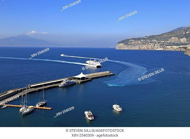 Hydrofoil ferry leaving Marina Piccola, Sorrento and heading in to the Bay of Naples, Italy