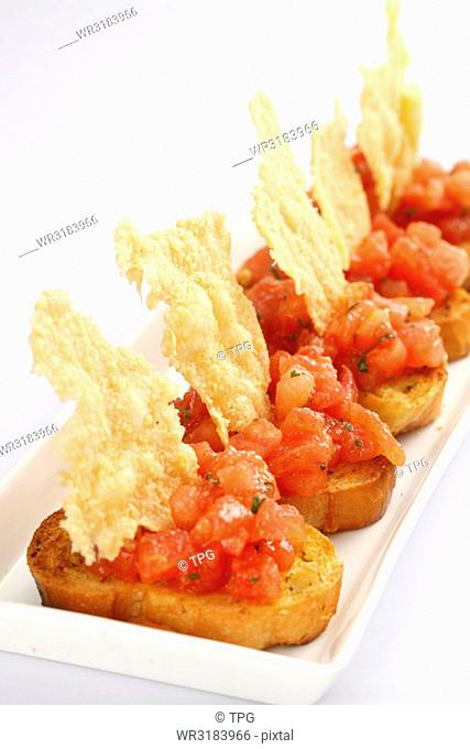 garlic bread with tomato chunks
