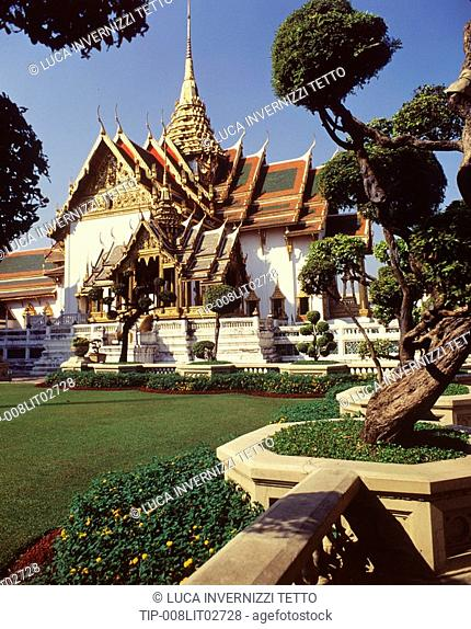 The Dusit Throne Hall and the disrobing Pavilion, set in a formal thai garden. Royal Palace, Bangkok,Thailand