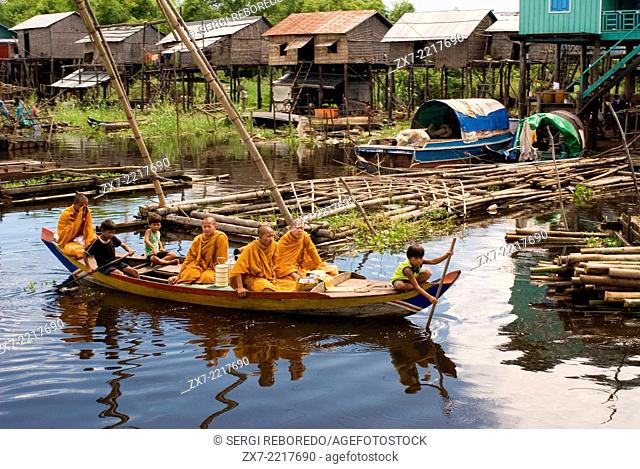 Village before reaching Tonle Sap Lake. Houseboats and boats in Sangker River. Journey from Battambang to Siemp Reap. The cruise from Siem Reap to Battambang by...