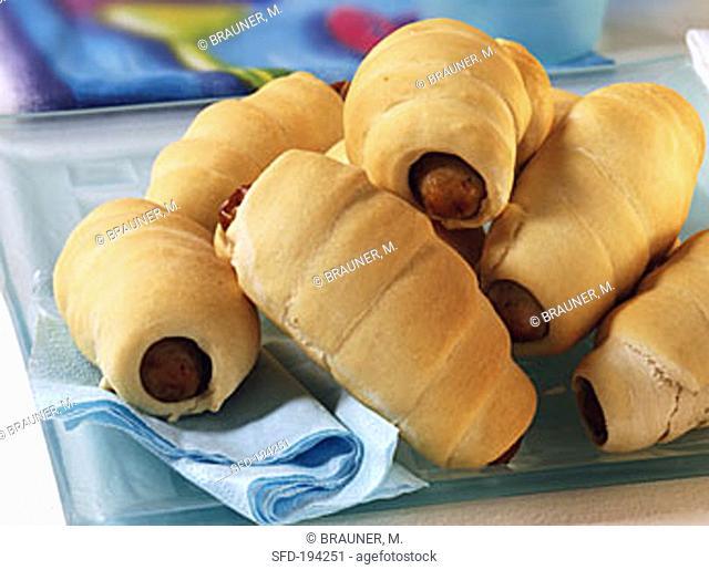 Sausage rolls (sausages in croissants)
