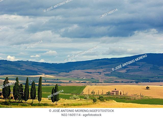 Fields and farmhouses, Tuscany Landscape, UNESCO world heritage site, Val d'Orcia, Pienza, Siena Province, Tuscany, Italy