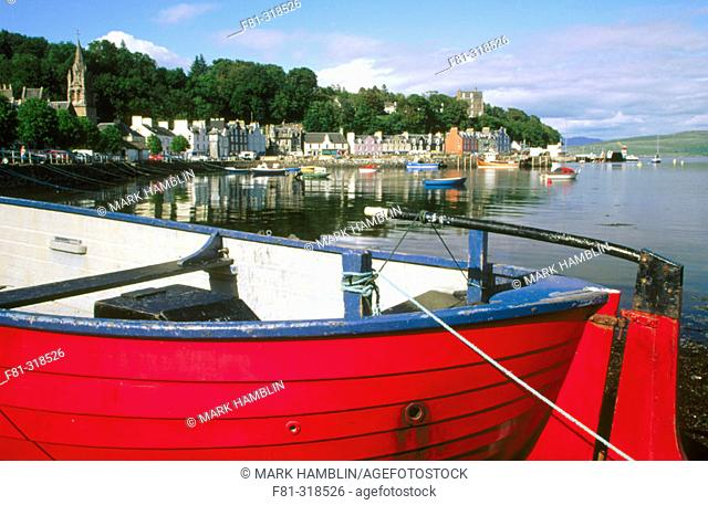 Tobernory Harbour. Boat and coloured cottages. Isle of Mull. Scotland. UK