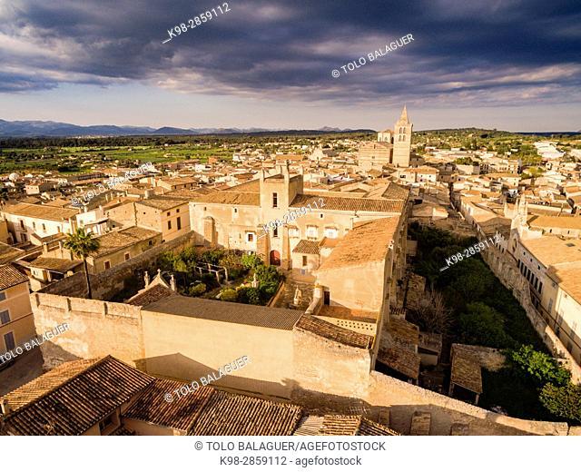iglesia parroquial gotica de Santa María de Sineu y Palacio de los Reyes de Mallorca, siglo XIV, Sineu, Mancomunidad del Pla, Mallorca, balearic islands, spain