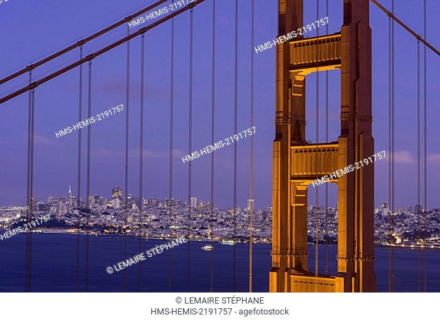 United States, California, San Francisco, Golden Gate Bridge at sunset with the San Francisco city skyline