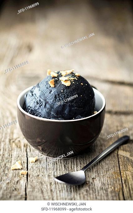 Black egg with vanilla (rice pudding)