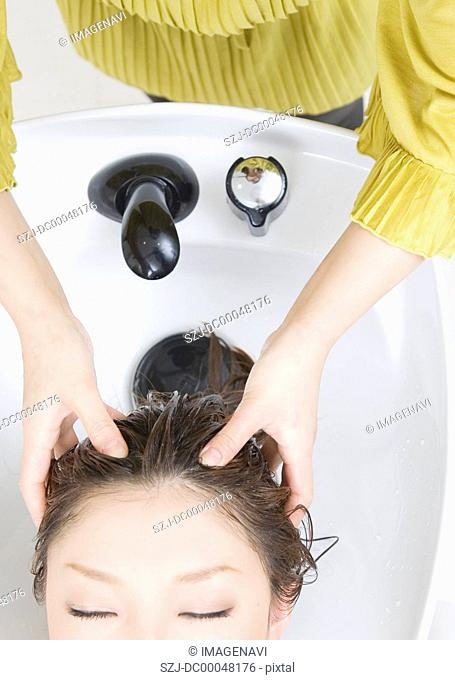 Beautician shampooing