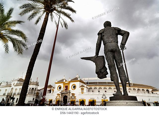 Statue of bullfighter Pepe Luis Vazquez. Bullring, Seville, Andalusia, Spain