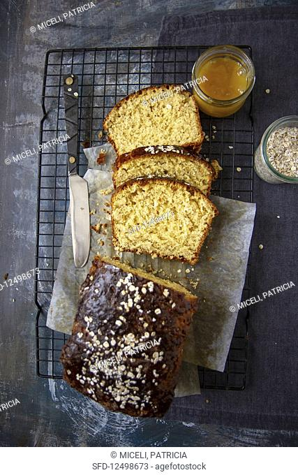 Brioche with oats and honey