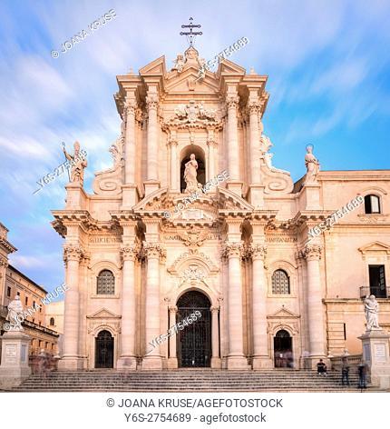 Piazza del Duomo, Ortigia, Siracusa, Sicily, Italy