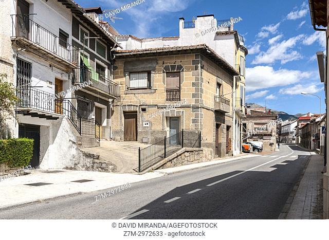 Calle Mayor. Mombeltrán. Barranco de las cinco villas. Valle del Tiétar. Provincia de Ávila, Castile-Leon, Spain