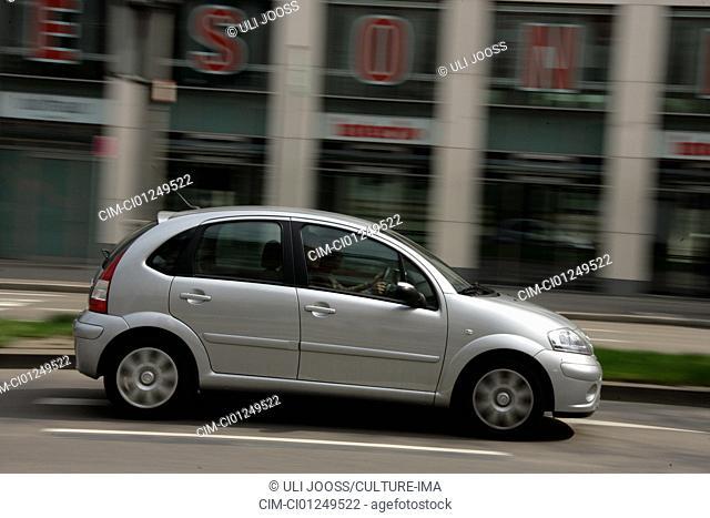 Citroen C3 1.4 16V Senso Drive Stop & Start, model year 2006-, silver, driving, side view, City