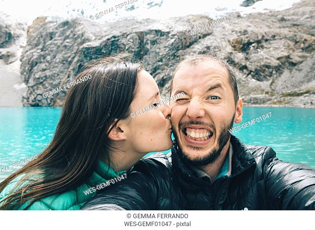 Peru, Cordillera Blanca, Huaraz, Huascaran National Park, selfie of happy couple at Laguna 69