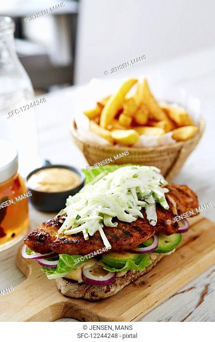 Open bbq chicken sandwish appleslaw