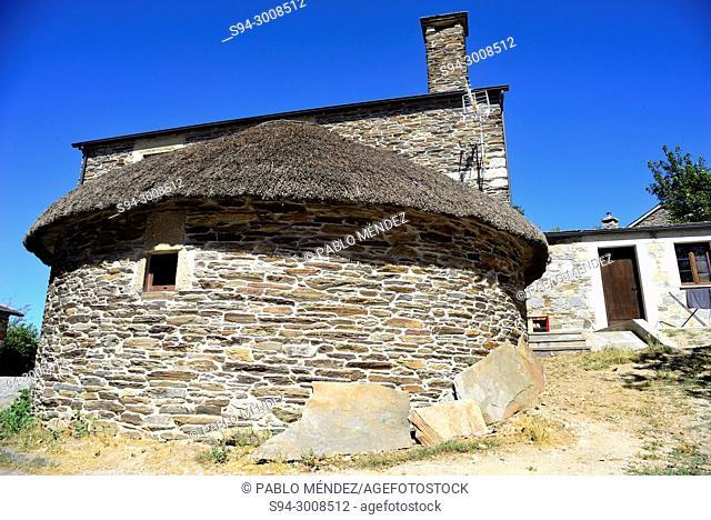 Traditional dwelling or Palloza of Ancares in O Cebreiro, Lugo, Spain