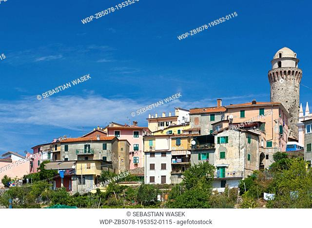The village of Casano belongs to the municipality of Ortonovo commune in Liguria, bordering Tuscany at the feet of the Apuan Alps, Province of La Spezia