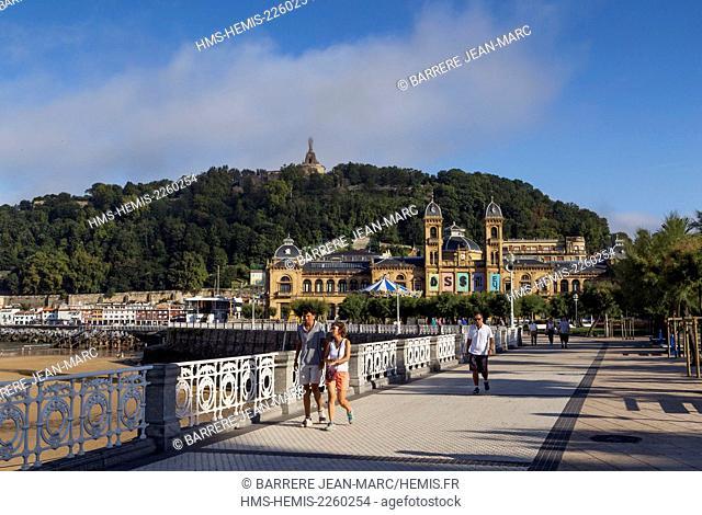 Spain, Basque Country, Guipuzcoa province (Guipuzkoa), San Sebastian (Donostia), European capital of culture 2016, Paseo de La Concha