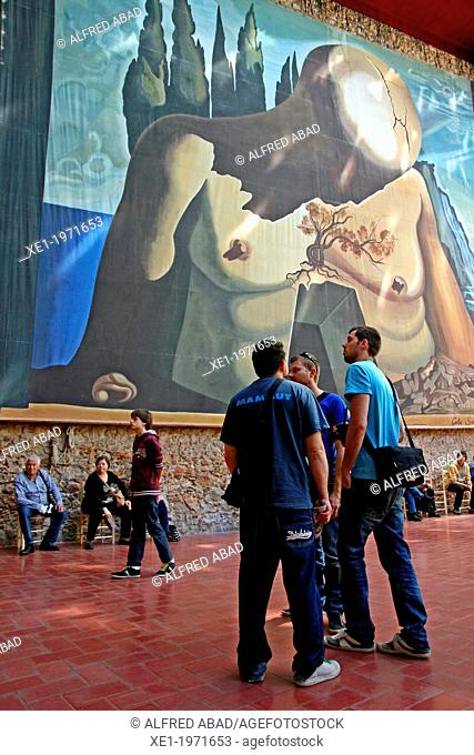 visitors, Teatre-Museu Dali, Figueres, Catalonia, Spain