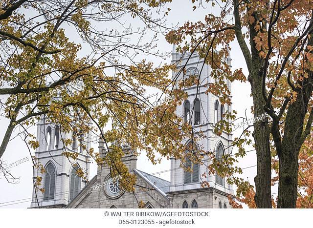 Canada, Quebec, Mauricie Region, Sainte-Anne-de-la-Perade, town church, autumn fog