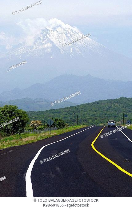 Popocatépetl volcano (5.452m.). Puebla. Mexico