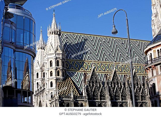 SAINT STEPHEN'S CATHEDRAL, STEPHANSDOM AND REFLECTION IN THE POSTMODERN BUILDING HOTEL HAAS HAUS, STEPHANSPLATZ, VIENNA, AUSTRIA