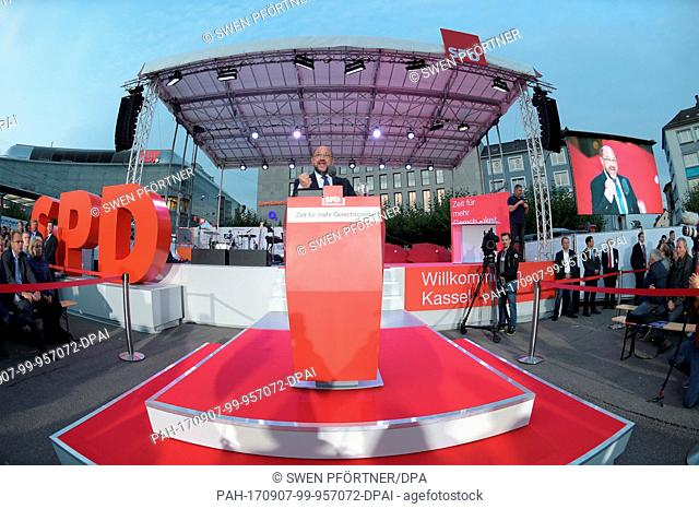 SPD candidate for chancellor Martin Schulz speaks at an election campaign event on the Koenigsplatz square in Kassel, Germany, 7 September 2017
