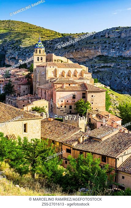 The bell tower of the Cathedral of San Salvador stands out among the roofs of Albarracin buildings. Albarracin, Teruel, Aragón, Spain, Europe