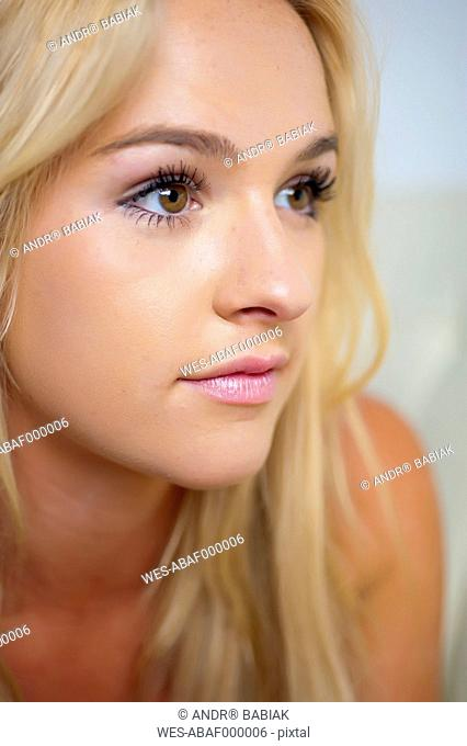 USA, Texas, Close up of young woman