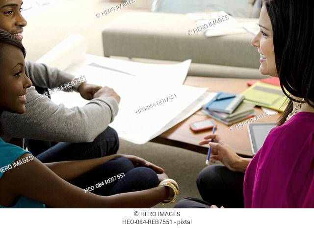 designer discussing with couple