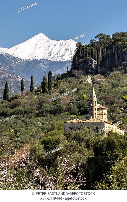 Profitis Ilias, the largest mountan in the Taygetus range, seen from below. Old Kardamyli and the church of Agios Spyridon Outer Mani, Messinia, Peloponnese