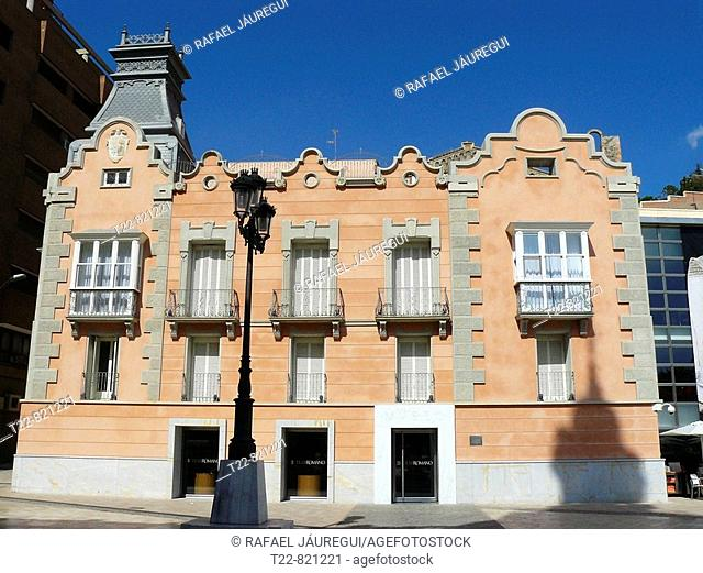 Cartagena (Murcia). España. Fachada del edificio que da acceso al Teatro Romano de Cartagena en el casco histórico de la ciudad